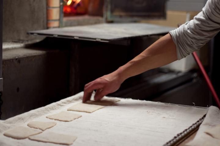 Toutes nos fouees sont fabriquées à la main, et cuites au feu de bois