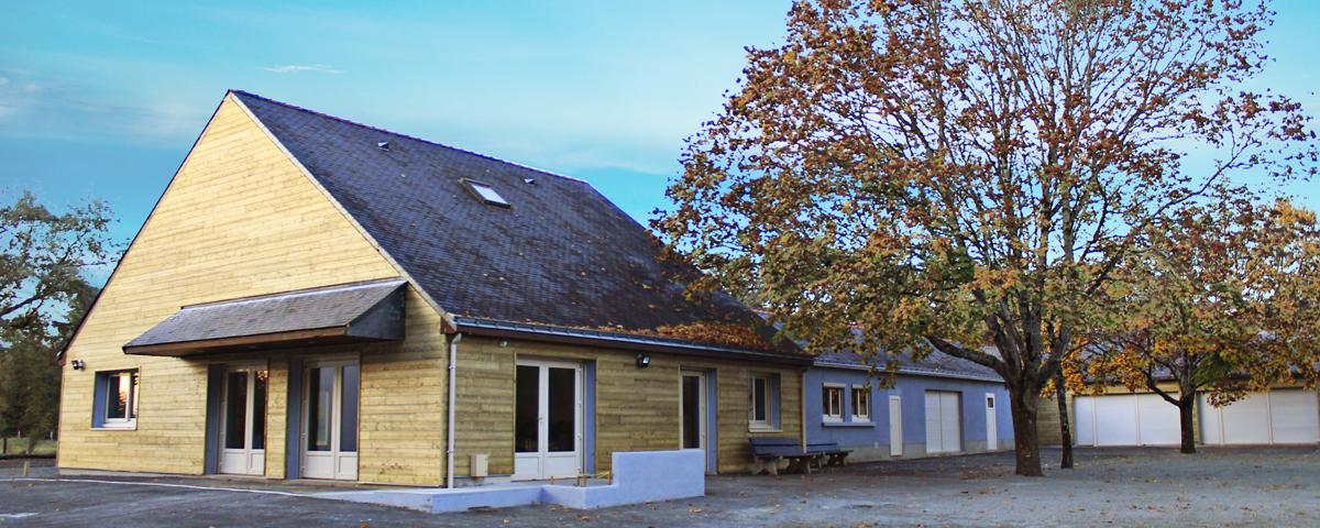 La salle du Clos de Soucelles et son bardage bois, disponible à la location